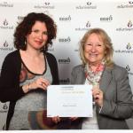 Mmes Rossette et Hughes recevant l'attestation de classement Eduniversal 2017
